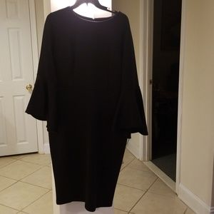 Black neoprene dress to the knee with bell sleeves
